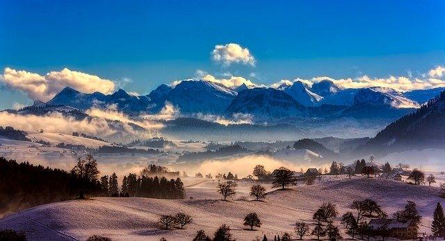 wakacje w górach - niesamowite zimowe widoki w szwajcarii